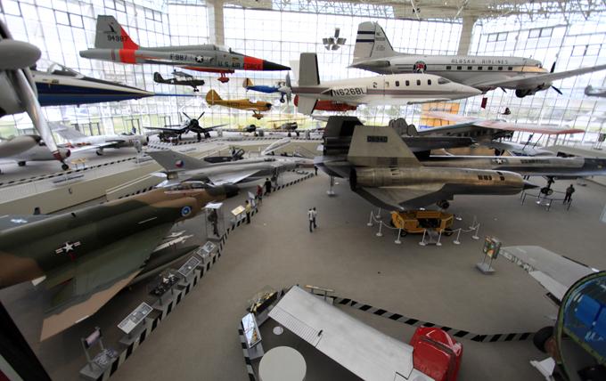 展示場(写真中央の人間の大きさから比べてみて下さい)