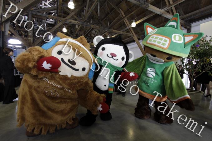 オリンピックマスコット【左から、、Quatchi(クワッチ)、Miga(ミーガ)、Sumi(スーミ)】