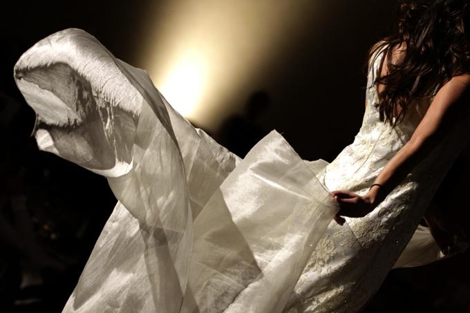「踊る白」