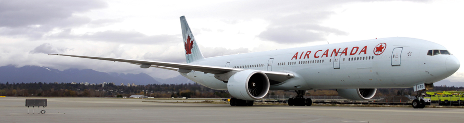 飛行機(Air Canada)の写真(バンクーバー国際空港にて)