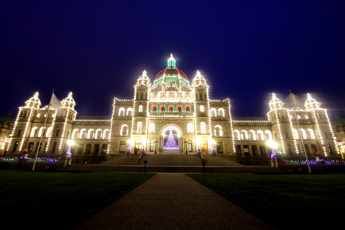 「輝く州議事堂」(photoshop/フィルターは使用しておりません/レンズに水をすこーし濡らして拭くと撮れます。)