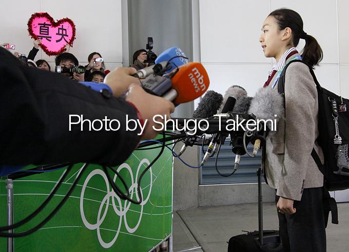 到着後インタビューに答える浅田真央