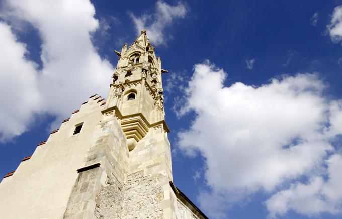 教会と青い空
