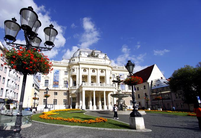 スロバキアのオペラ座。ヨーロッパの方はどこの国にもあるんですね。