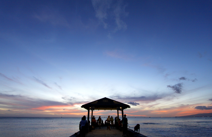 ワイキキビーチでの夕焼けは定番スポットなのかな。
