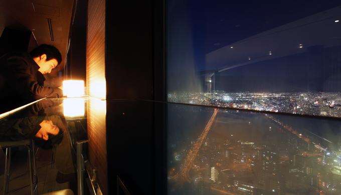 屋上だけでなく40階の室内からもゆっくり見えるので寒い時期でも楽しめます。